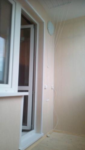 Остекление и отделка балкона, люк, освещение - посмотреть примеры работ